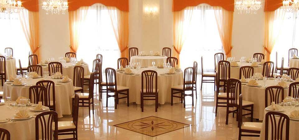 Lussuosa sala ricevimenti con 400 posti a sedere - Portosalvo di Mascali (CT)